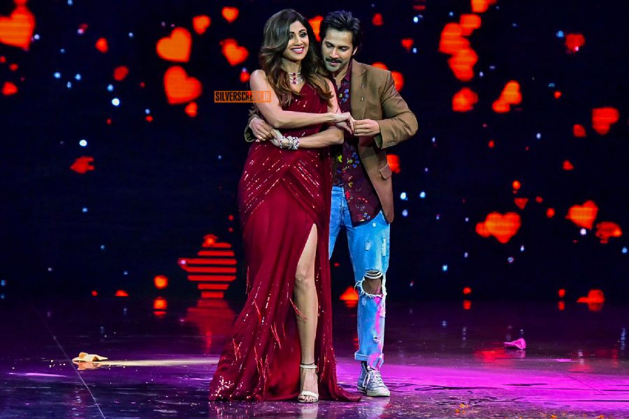 Varun Dhawan With Shilpa Shetty On The Sets Of Super Dancer 2