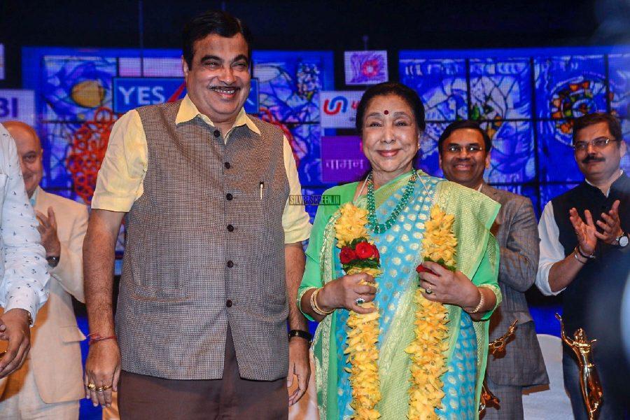 Anupam Kher, Asha Bhosle At The Dinanath Mangeshkar Awards Ceremony