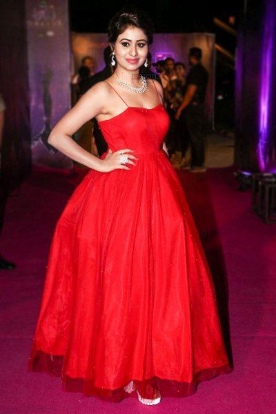 Manali Rathod At The Zee Apsara Awards