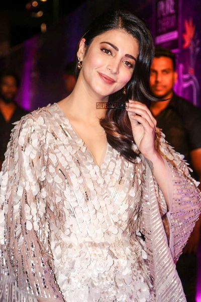 Shruti Haasan At The Zee Apsara Awards