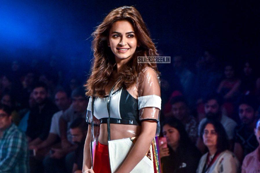 Kriti Kharbanda Walk The Ramp At The Bombay Times Fashion Week