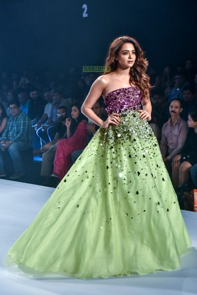 Surveen Chawla Walk The Ramp At The Bombay Times Fashion Week
