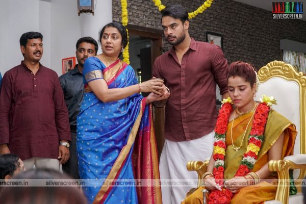 Abhiyum Anuvum Movie Stills Starring Tovino Thomas and Piaa Bajpai