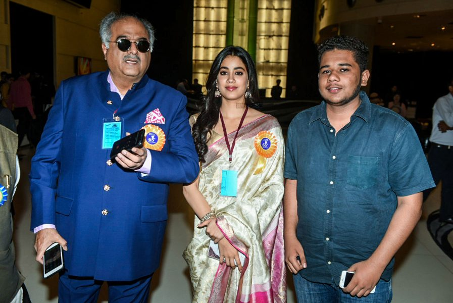 Boney, Janhvi & Khushi Kapoor Accept Sridevi's National Award
