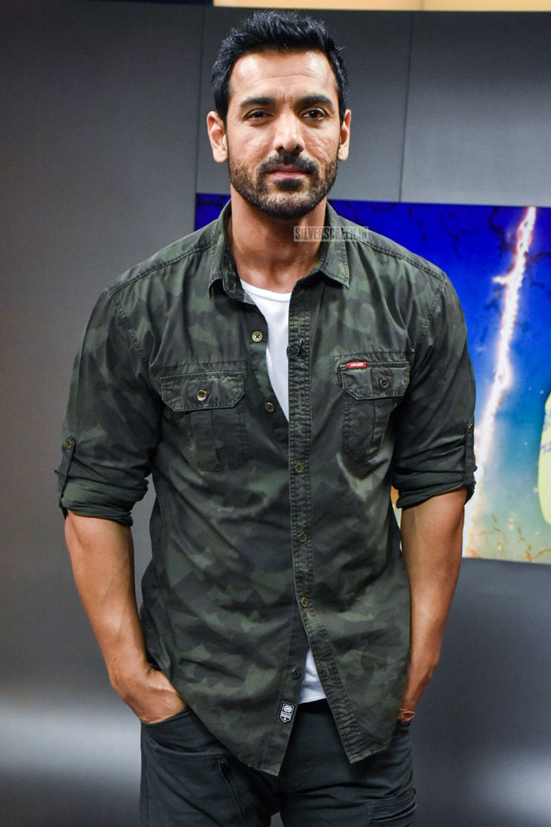john abraham pushing fans - HD 800×1200