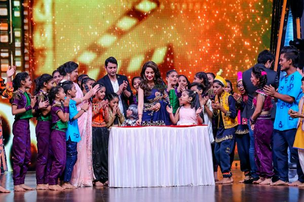 Madhuri Dixit On The Sets Of DID Lil Masters