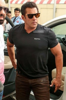 Salman Khan, Jacqueline Fernandez, Anil Kapoor & Others At The Race 3 Trailer Launch