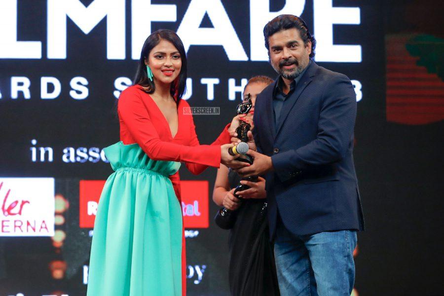 R Madhavan At The 65th Jio Filmfare Awards South 2018