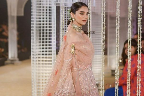 Aditi Rao Hydari Walks The Ramp For Tarun Tahiliani