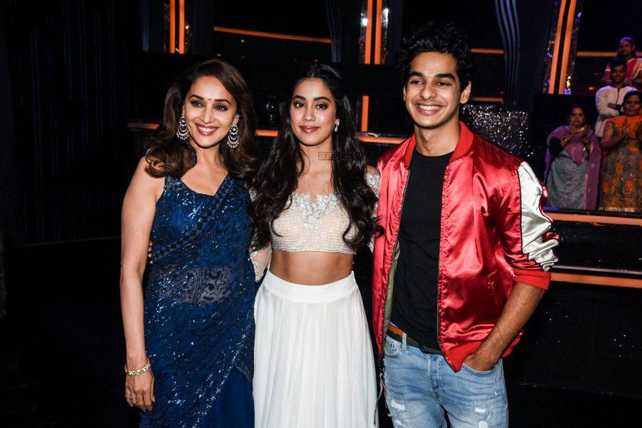 Jhanvi Kapoor, Madhuri Dixit & Ishaan Khatter On The Sets Of Dance Deewane To Promote Dhadak