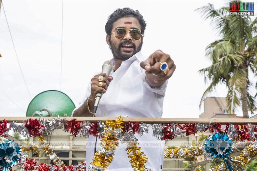 Annanukku Jey Movie Stills Starring Dinesh, Mahima Nambiar