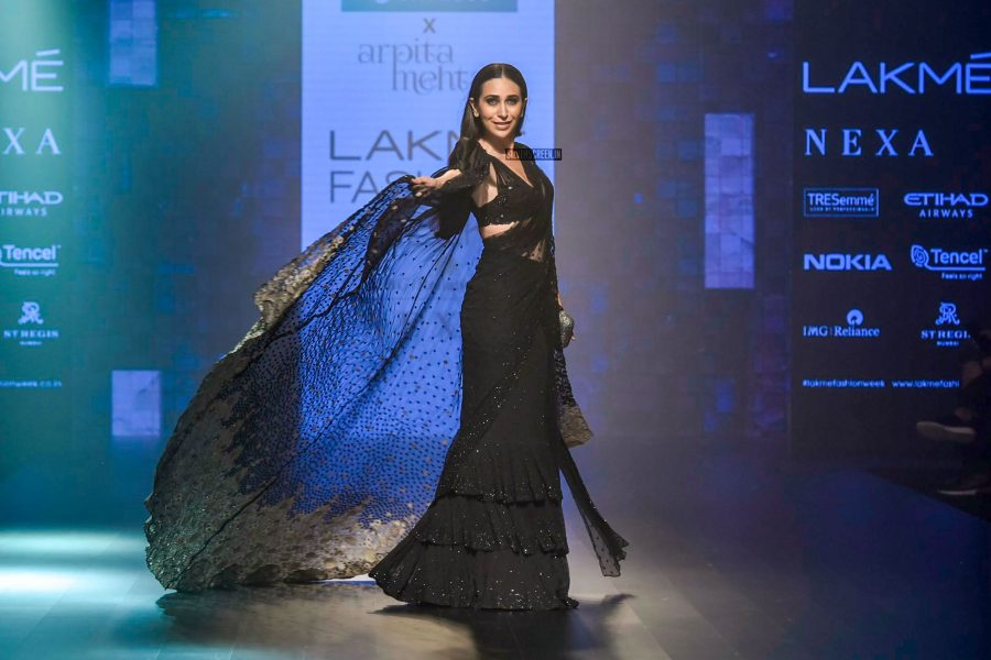 Karisma Kapoor At The Lakme Fashion Week 2018