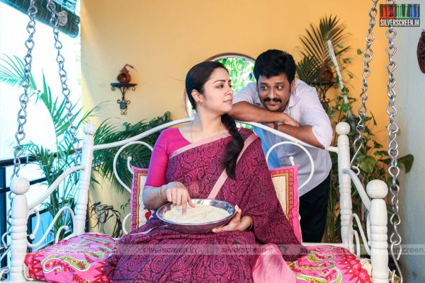 Kaatrin Mozhi Movie Stills Starring Jyothika, Vidharth