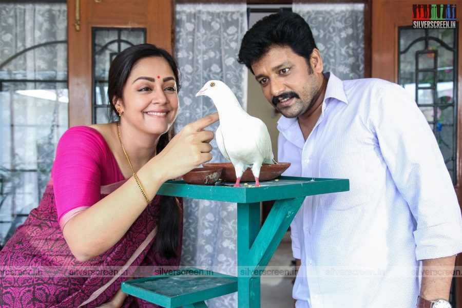 Kaatrin Mozhi Movie Stills Starring Jyothika, Vidharth