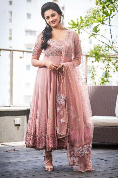 New Photos Of Pooja Kumar Whose Film Vishwaroopam 2 Releases Today