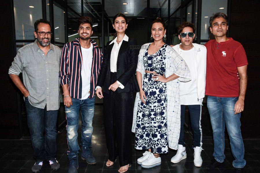 Sonakshi Sinha, Diana Penty Promote Happy Phirr Bhag Jayegi