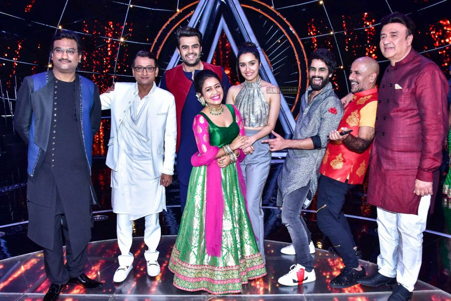 Shahid Kapoor, Shraddha Kapoor Promote Batti Gul Meter Chalu On The Sets Of Indian Idol