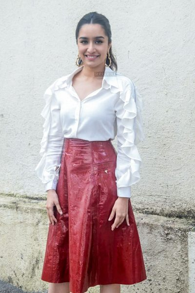 Shraddha Kapoor Promotes Batti Gul Meter Chalu On The Sets Of Comedy Circus