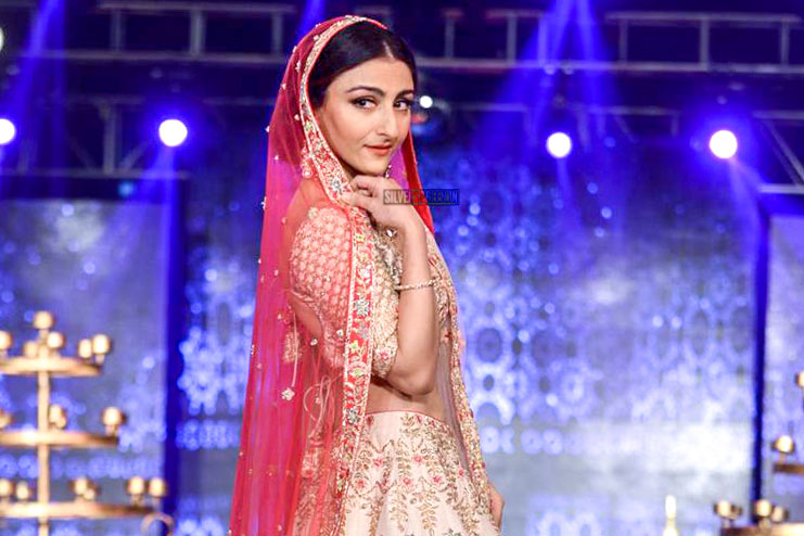 Soha Ali Khan Walks The Ramp For Wedding Junction