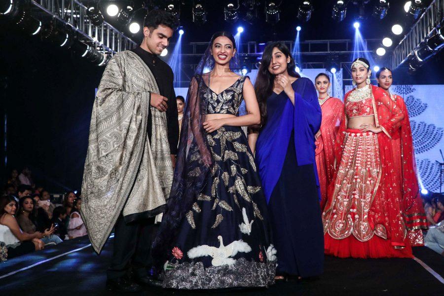 Radhika Apte Walks The Ramp For Wedding Junction