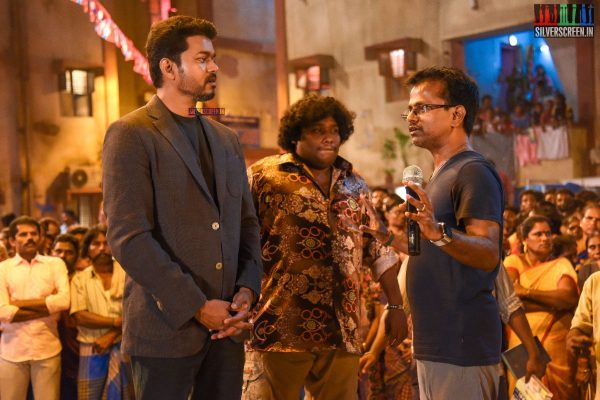 Sarkar Movie Stills - Vijay, AR Murugadoss, Yogi Babu