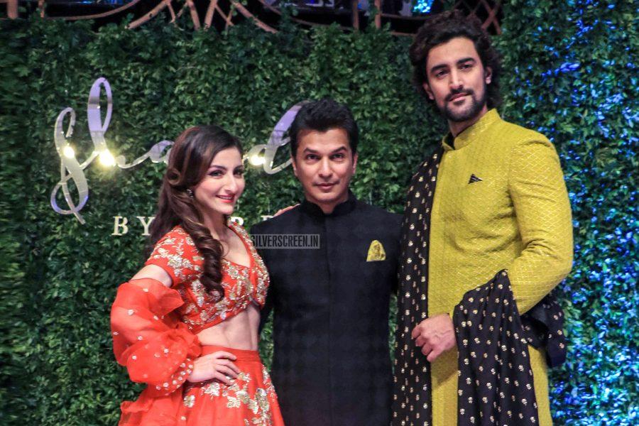 Soha Ali Khan, Kunal Kapoor Walks The Ramp For Vikram Phadnis
