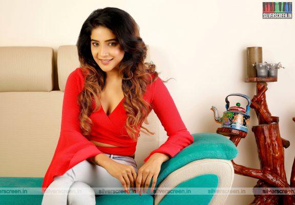 Actress Sakshi Agarwal Photoshoot Stills