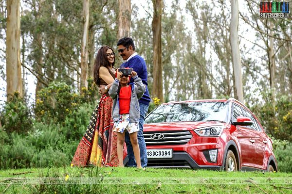 Iruttu Movie Stills Starring C Sundar, Sakshi Parvinder