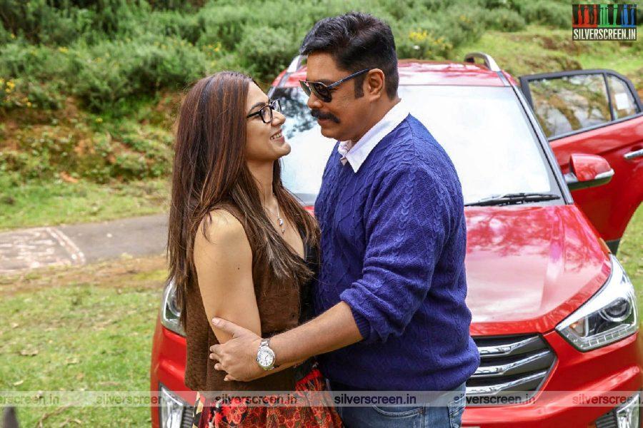 Iruttu Movie Stills Starring C Sundar, Sakshi Parvinder