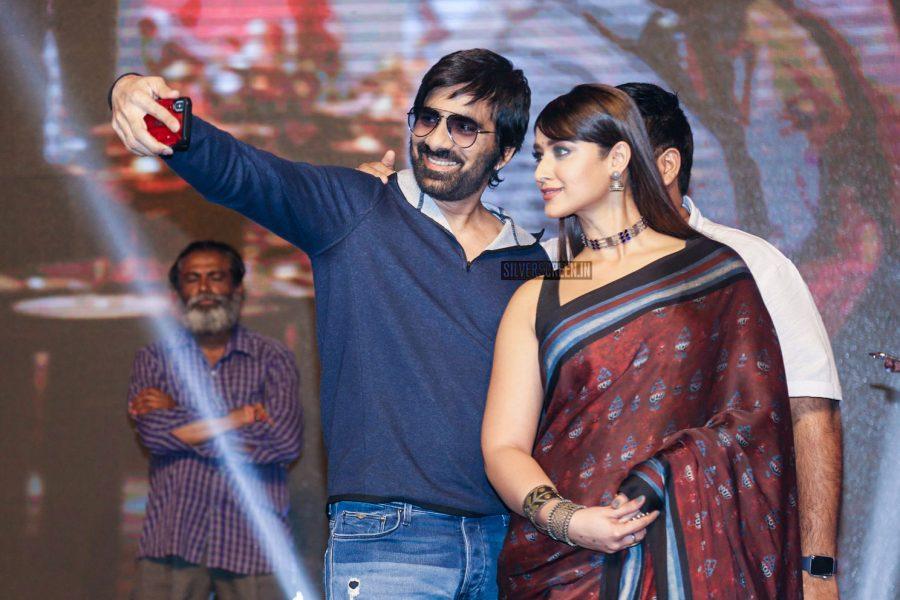 Ravi Teja & Ileana D'Cruz Promote 'Amar Akbar Anthony'