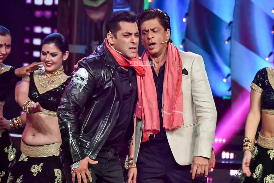 Shah Rukh Khan Promotes 'Zero' On The Sets Of Bigg Boss 12