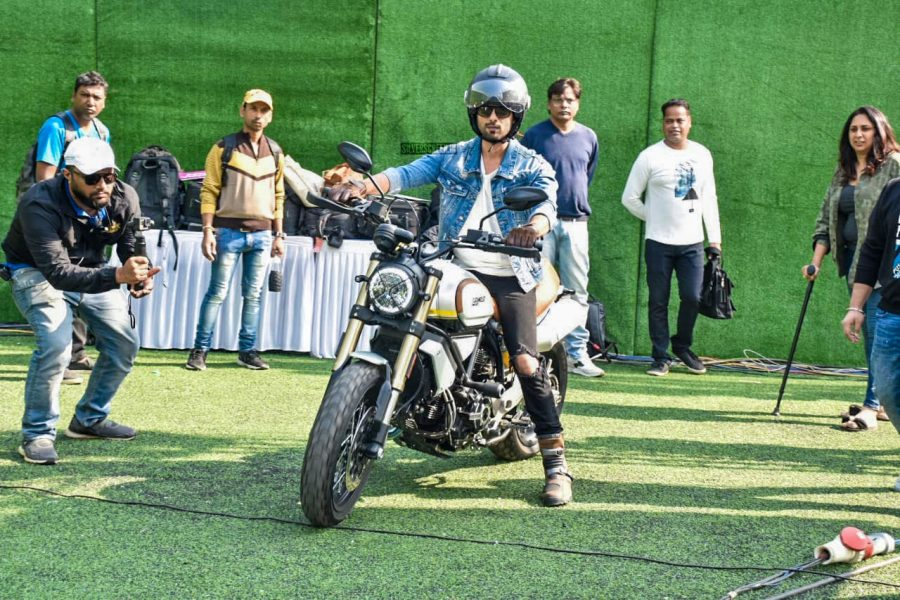 Shahid Kapoor Witnesses A Guinness World Record Attempt By 5000 Kids