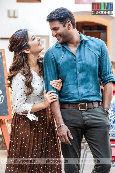 Ayogya Movie Stills Starring Vishal, Raashi Khanna