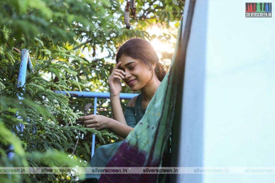 Bodhai Yeri Budhi Maari Movie Stills Starring Dushara