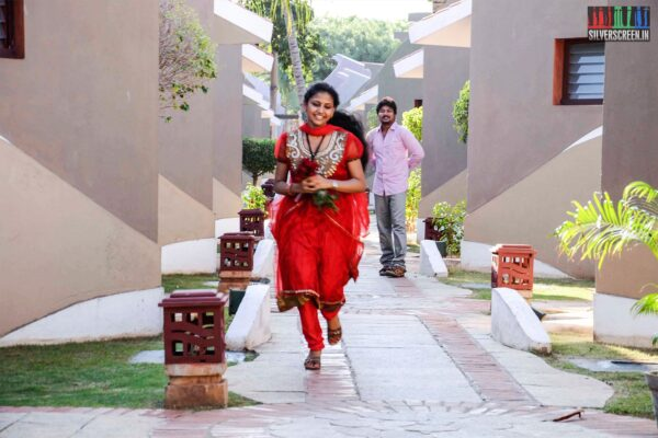 Kadala Poda Ponnu Venum Movie Stills