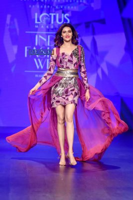 Karishma Tanna Walks The Ramp At The 'Delhi Fashion Week 2019 – Day 2'