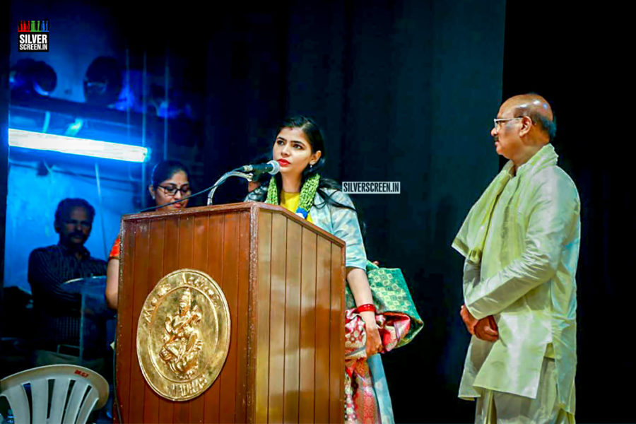 Chinmayi Sripaada Speaks out on #MeToo At Mahila Ratna Awards