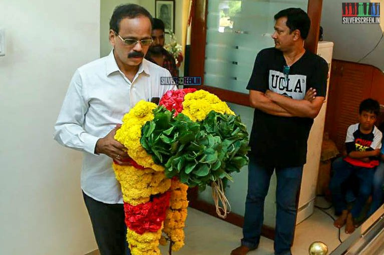 G Dhananjayan Pays Respect To Director J Mahendran