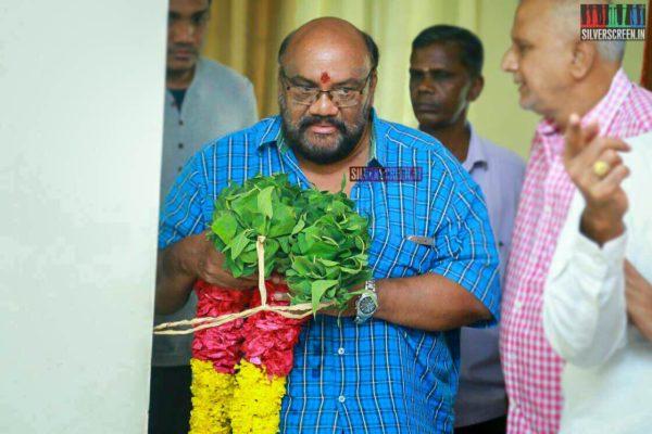 Santhana Bharathi Pays Respect To Director J Mahendran