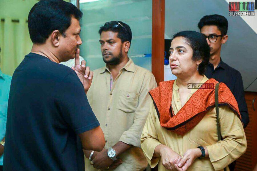 Suhasini Mani Ratnam Pays Respect To Director J Mahendran