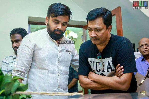 M Sasikumar Pays Respect To Director J Mahendran