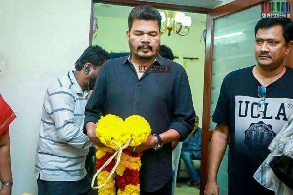 Shankar Pays Respect To Director J Mahendran