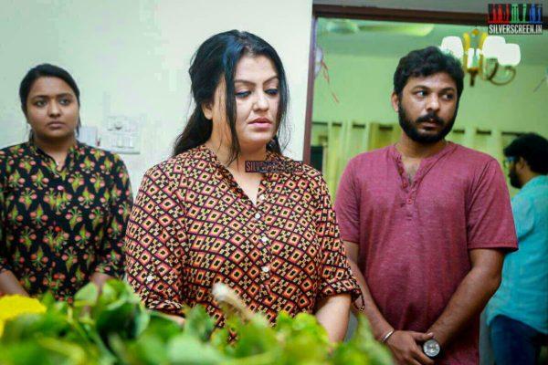 Sona Heiden Pays Respect To Director J Mahendran