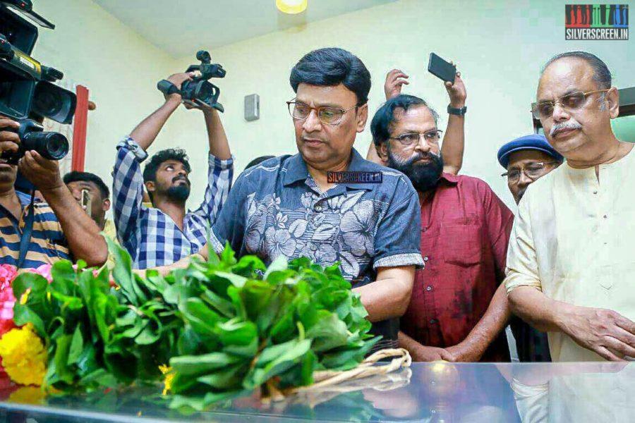 K Bhagyaraj Pays Respect To Director J Mahendran
