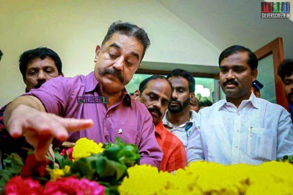 Kamal Haasan Pays Respect To Director J Mahendran