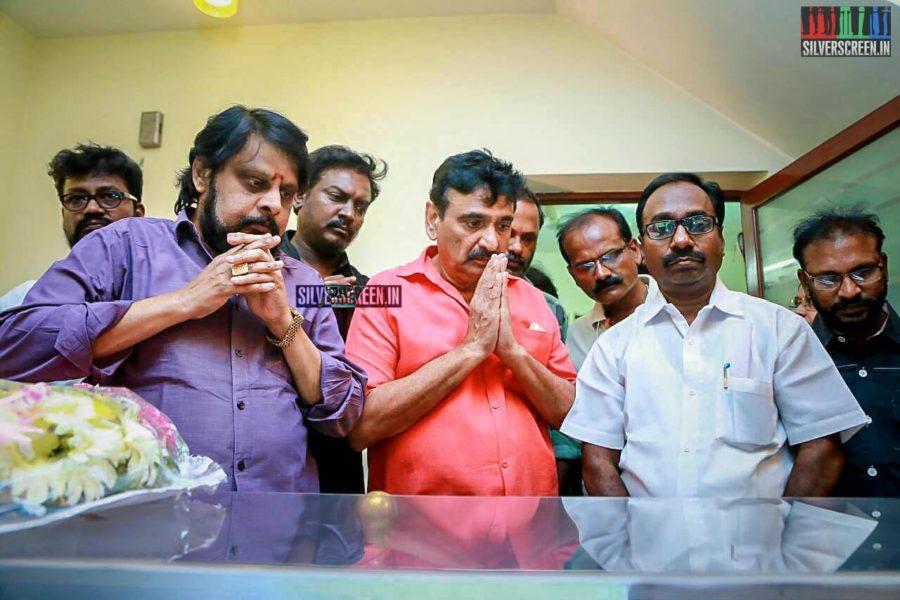 Ramesh Khanna, Vikraman Pay Respect To Director J Mahendran
