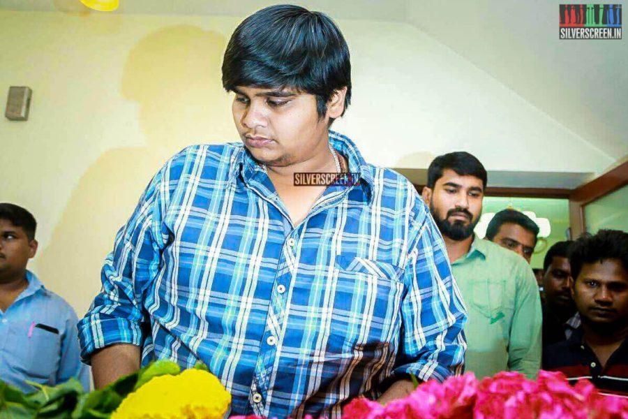 Karthik Subbaraj Pays Respect To Director J Mahendran