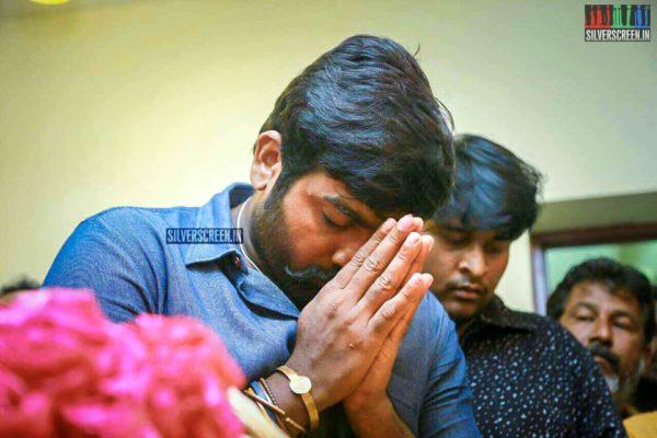 Vijay Sethupathi Pays Respect To Director J Mahendran