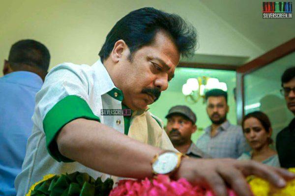 R Pandiarajan Pays Respect To Director J Mahendran