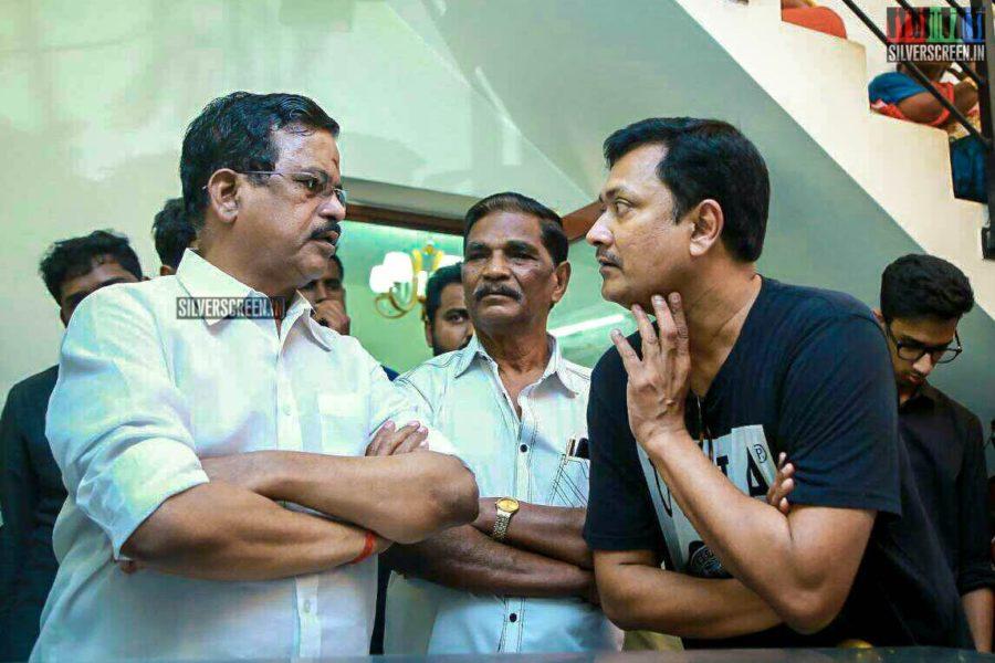 Kalaipuli S Thanu Pays Homage To Director J Mahendran
